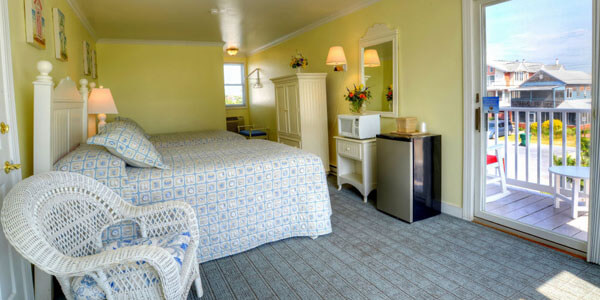AO - Standard motel room with double beds