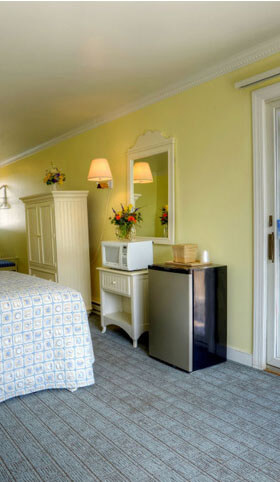 AO - Mini fridges, microwave and closet included in motel room