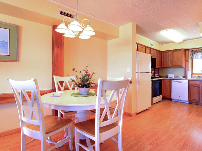 AO - Dining room and kitchen available in villa